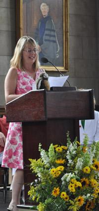 photo of Barbara Mackie Franklin at the podium